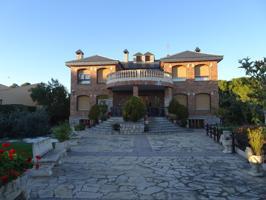 Casa En venta en La Muela photo 0
