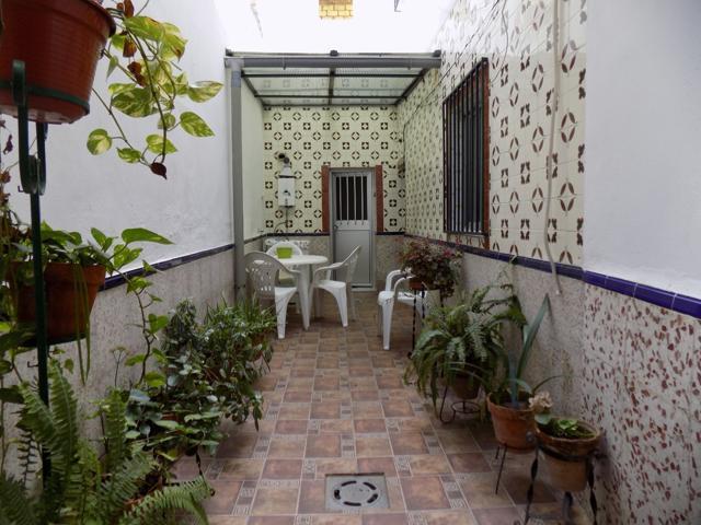 Casa adosada con patio. photo 0