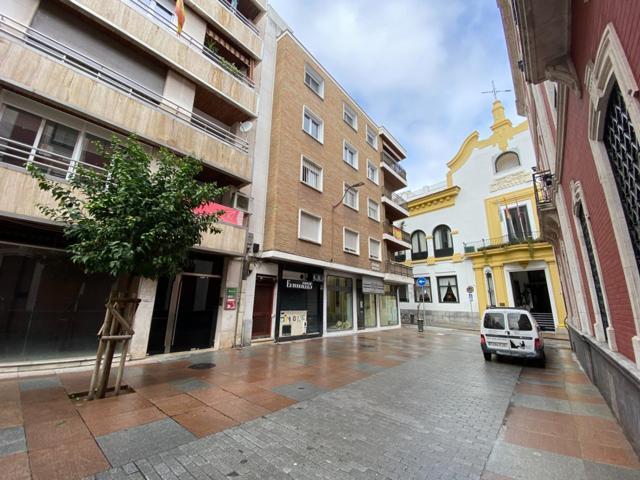 Gran piso en pleno centro exterior junto a la plaza de las Tendillas photo 0