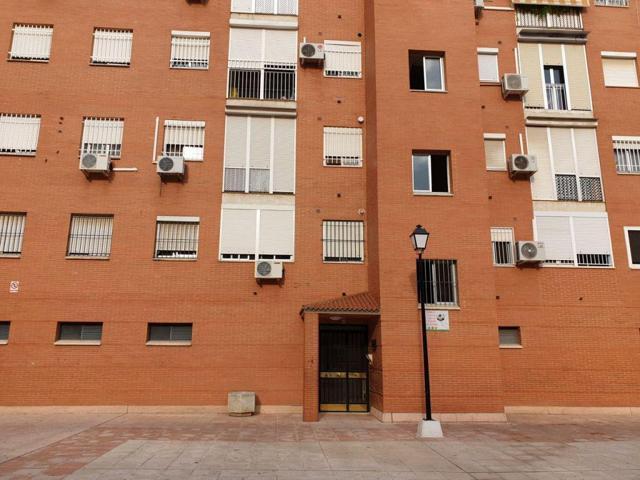 Piso En venta en Calle Thailandia, Colores - Entreparques, Sevilla Capital photo 0