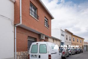 Casa En venta en Calle Paraiso, 7, Villares Del Saz photo 0
