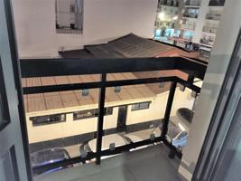 660474101FRANCISCO. Excelente piso seminuevo en la mejor zona de ISLA CHICA, al lado justo de AVENIDA FEDERICO MOLINA. En las mejores condiciones de habitabilidad, con la cocina equipada, los baños completos, las puertas, el cerramiento con doble acristal photo 0