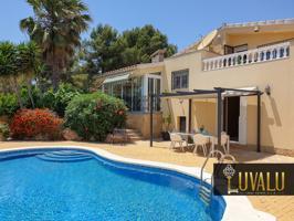 Preciosa Villa espaciosa con piscina y 536m de parcela photo 0