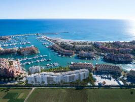 Pre-comercialización: Residencial privado con 64 exclusivos apartamentos y áticos de 2 y 3 dormitorios con vistas a La Marina de Sotogrande, en la provincia de Cádiz.  Venta directa del promotor photo 0
