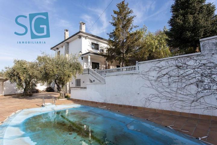 Preciosa Casa con Vistas en Viznar en amplia parcela con piscina. photo 0