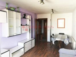 Se vende piso muy luminoso de 68 m2 útiles de 3 habitaciones en zona de Reyes Católicos. photo 0