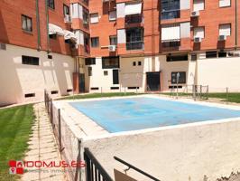Se alquila piso sin amueblar de 3 habitaciones, 2 baños y piscina comunitaria. photo 0