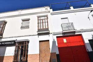 Se vende Casa con Bar alquilado, en Arahal. photo 0