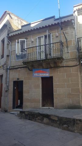 CASA ADOSADA EN EL CASCO VIEJO DE CANGAS. photo 0