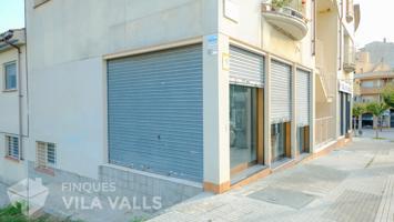 Local comercial zona Institut. 60 m2 en planta baixa i 60 m2 en semi-sotan. photo 0