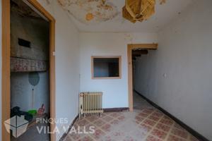 Casa de estilo rústico per reformar en Castellterçol photo 0