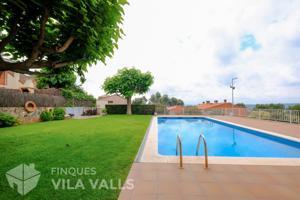 Casa con hermoso patio y piscina photo 0