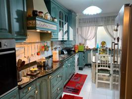 Piso en venta con 128 m2, 4 habitaciones y 2 baños, Trastero, Ascensor y Calefacción Gas ciudad. photo 0