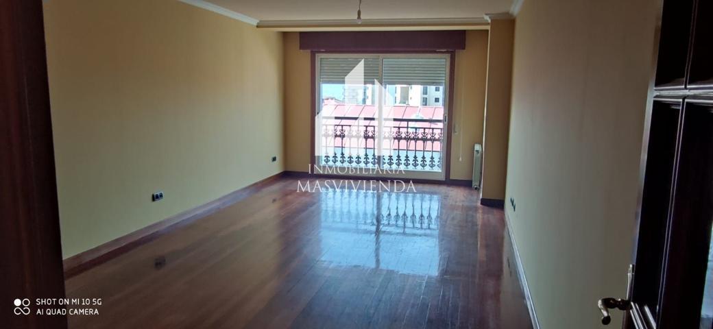 Piso en venta en Vigo, con 131 m2, 3 habitaciones y 2 baños, 2 plazas de Garaje, Trastero y Ascensor. photo 0