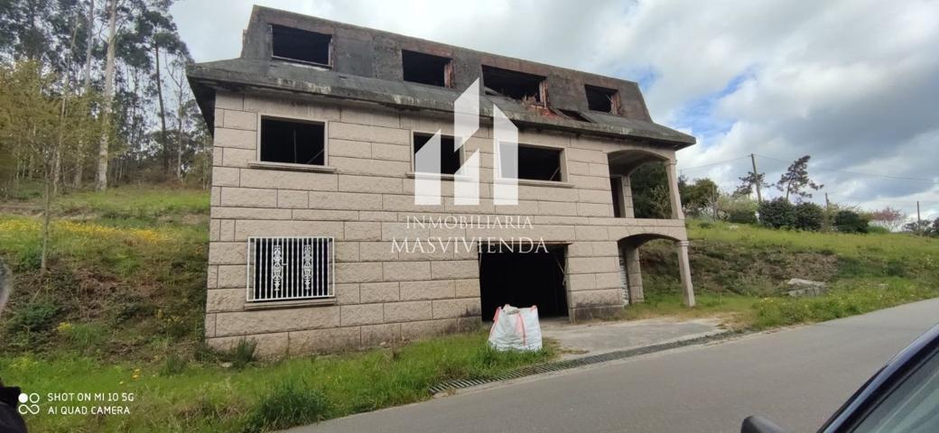 Casa en venta con 330 m2 y 8 habitaciones y 4 baños. photo 0