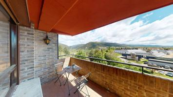 Piso de tres dormitorios en urbanización con piscina. photo 0