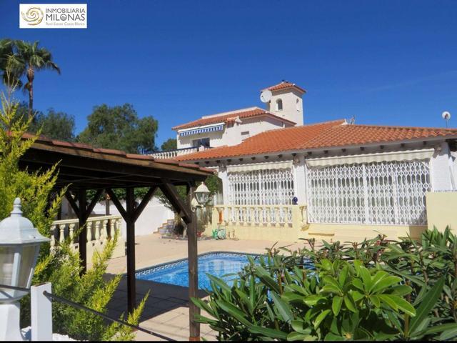 Gran Chalet independiente en una sola planta con piscina climatizada en Urbanización El Tossal. photo 0
