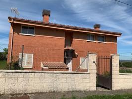 Casa en venta en Otero de Herreros photo 0