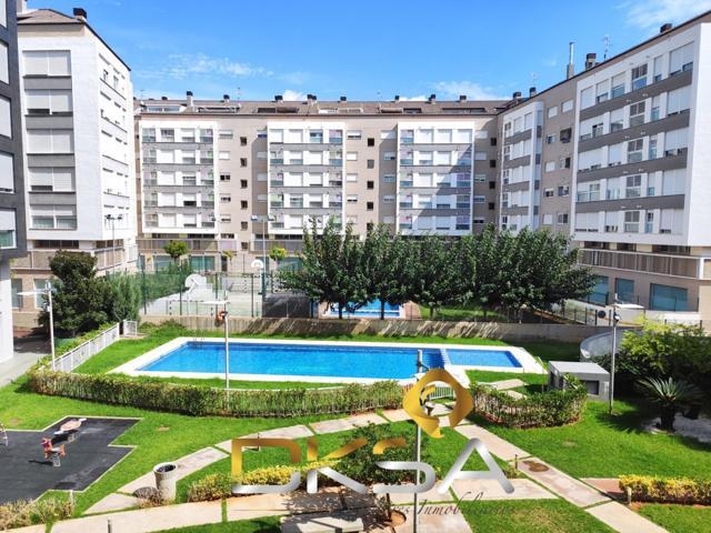Vivienda en zona piscinas con amplia zona común con piscina privada. photo 0