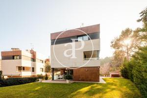 Casa unifamiliar con piscina en venta en Bellaterra photo 0