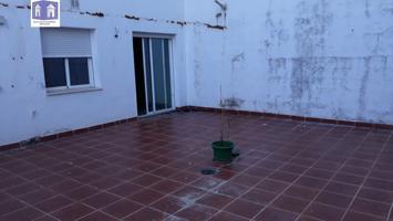 PISO CON PATIO DE 45 M2 EN COLOMERA photo 0