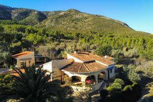 Finca con casa invitados, piscina, establo caballos y garaje cerca de Denia photo 0
