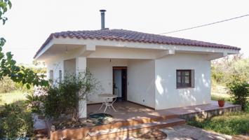 Chalet con 3 habitaciones, 1 baño, electricidad y agua de pozo comunitario photo 0