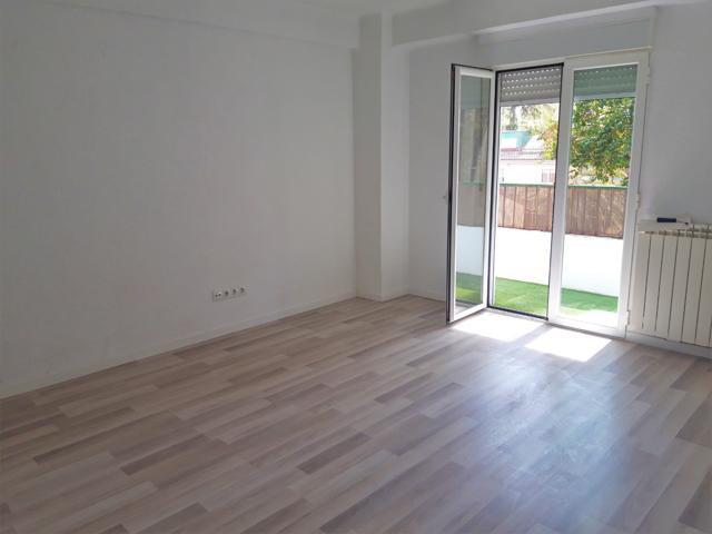 Completamente reformado. Piso 80 m + Trastero. 4 Dormitorios. Ascensor y calefacción.  photo 0