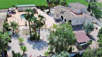 Impresionante Villa Independiente de 4 Dormitorios y 4 Baños Totalmente Legal en Catral photo 0