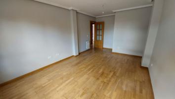 Apartamento en venta en San Andres Del Rabanedo, 2 dormitorios. photo 0