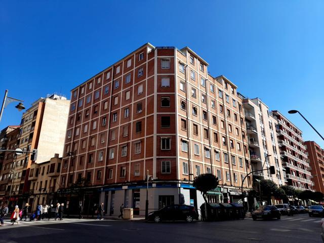 Piso de 3 habitaciones, baño y aseo en el centro de Logroño.  photo 0