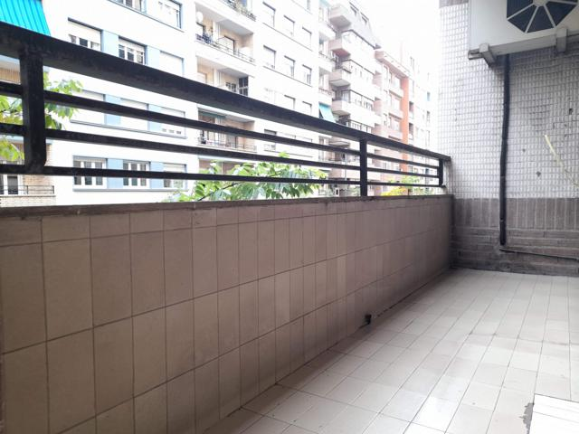 Piso en calle Chile de 102 metros útiles con dos terrazas.  photo 0