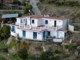 Casa reformada con estilo y gran parcela verde photo 0