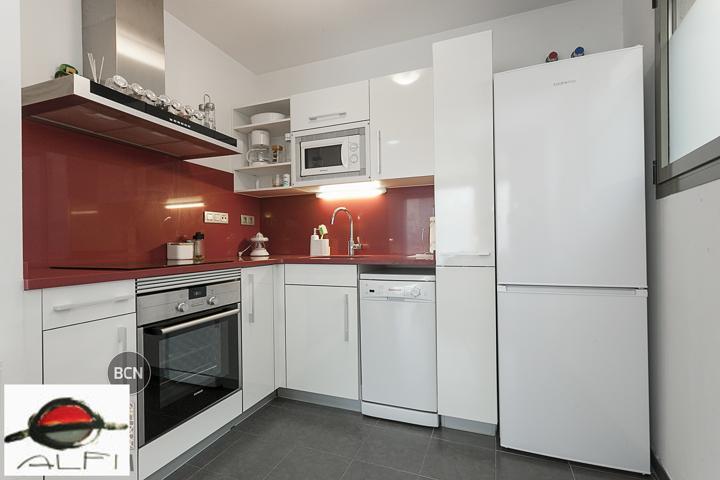 Atico de 1 dormitorio doble, tipo suite con cuarto de baño completo  integrado, salón-comedor con salida a pie plano a gran terraza de 35 m² muy  ...