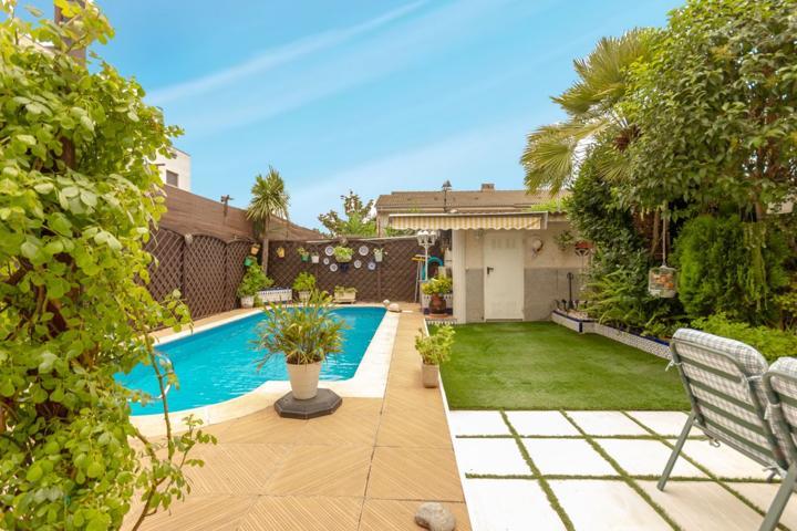 Casa pareada con 5 habitaciones, 3 baños, garaje, piscina y jardín en el casco urbano de Abrera photo 0