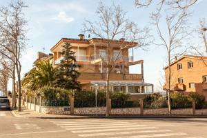 Casa de lujo con piscina en Font Verda Granollers photo 0