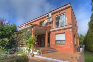 Espectacular Chalet Pareado en venta  con Parcela de 506 m2 zona Santa Monica photo 0