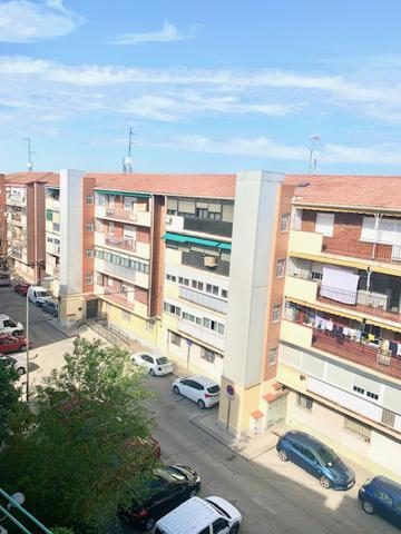 Piso En venta en Calle De Los Yébenes, Aluche, Madrid Capital photo 0