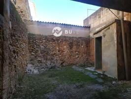 Se vende casa de pueblo en el pueblo de Llubí típica casa mallorquina necesita reformar, tiene 236 metros cuadrados construidos en 3 plantas mas un corral de unos 20 metros cuadrados photo 0