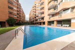 Gran pis de 5 dormitoris, pàrquing i piscina comunitària photo 0