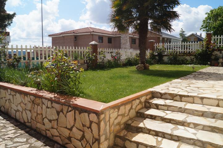 Casa En venta en Calle Trajano, Villaquilambre photo 0