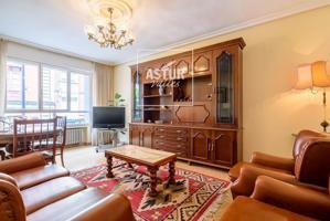 Piso en el centro de Gijón, con 84 m2, 3 habitaciones y 1 baños, Ascensor y Calefacción individual. Dispone de amplia terraza de 83 m2 photo 0