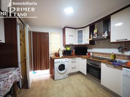 Se vende amplio piso de 4 dormitorios con garaje y trastero en zona centro por 100.000 € photo 0