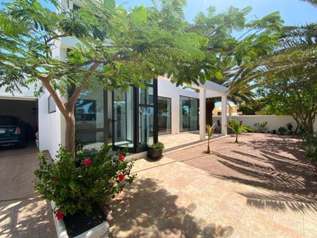 Casa en venta en Costa Teguise photo 0