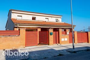 Piso en Calafell, con 222 m2, 4 habitaciones y 3 baños, Piscina, Garaje, Trastero, Aire acondicionado y Calefacción Radiadores de gas y bomba de frio-calor. photo 0