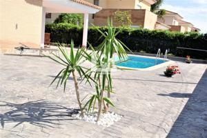 Casa - Chalet en venta en Ribarroja de Turia de 228 m2 photo 0