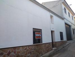 Casa En venta en Travesía Castellanos, Almodóvar Del Campo photo 0