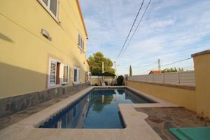 Casa con Piscina y Barbacoa photo 0