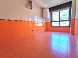 Se vende piso barato de tres habitaciones en cangas del morrazo en la playa con garaje photo 0