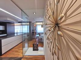 Se vende piso con terraza de tres habitaciones en el centro de  Gran  Via Vigo photo 0
